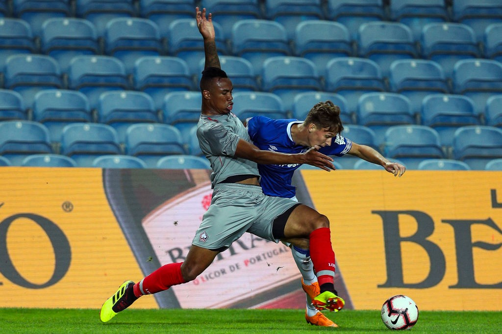 FARO, PORTUGAL - JULY 21: Gabriel Magalhaes of Lille competes for the ball with Kieran Dowell of Everton during the match between Everton FC and LOSC Lille for Algarve Football Cup 2018 at Estadio do Algarve on July 21, 2018, in Faro, Portugal. (Photo by Carlos Rodrigues/Getty Images)