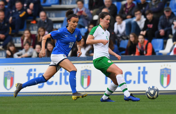 REGGIO NELL'EMILIA, ITALY - APRIL 09: Barbara Bonansea of Italy Woman competes for the ball with  Niamh Fahey of Ireland Women during the International Friendly match between Italy Women and Ireland Women at Mapei Stadium - Città del Tricolore on April 9, 2019 in Reggio nell'Emilia, Italy  (Photo by Alessandro Sabattini/Getty Images)