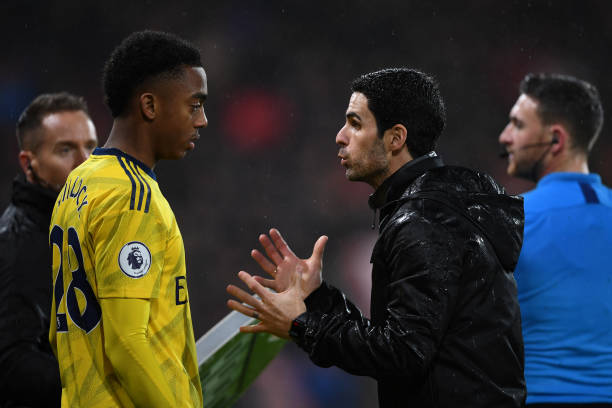 BOURNEMOUTH, ENGLAND - DECEMBER 26: Mikel Arteta, Manager of Arsenal speaks with Joe Willock of Arsenal before he is substituted on during the Premier League match between AFC Bournemouth and Arsenal FC at Vitality Stadium on December 26, 2019 in Bournemouth, United Kingdom. (Photo by Harriet Lander/Getty Images)