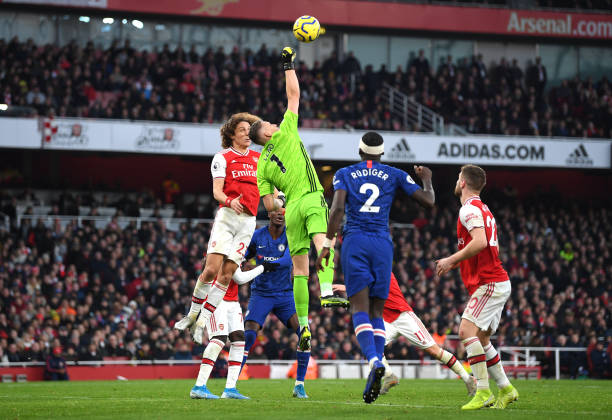 LONDON, ENGLAND - DECEMBER 29: Bernd Leno of Arsenal unsuccessfully attempts to clear the ball leading to Chelsea's first goal during the Premier League match between Arsenal FC and Chelsea FC at Emirates Stadium on December 29, 2019 in London, United Kingdom. (Photo by Shaun Botterill/Getty Images)