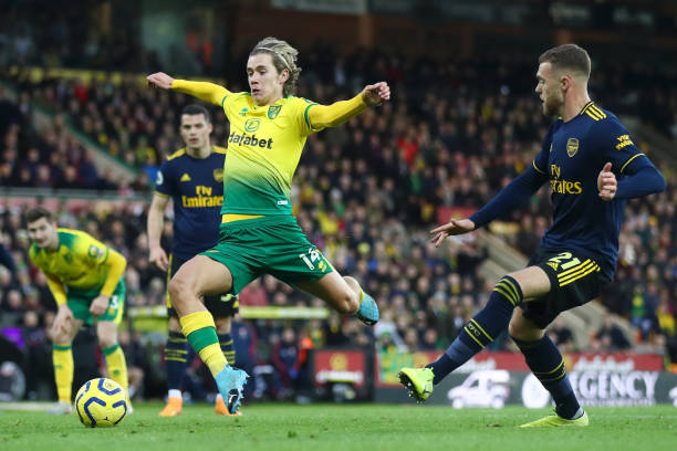 NORWICH, ENGLAND - DECEMBER 01: Todd Cantwell of Norwich City and Calum Chambers of Arsenal battle for the ball during the Premier League match between Norwich City and Arsenal FC at Carrow Road on December 01, 2019 in Norwich, United Kingdom. (Photo by Julian Finney/Getty Images)