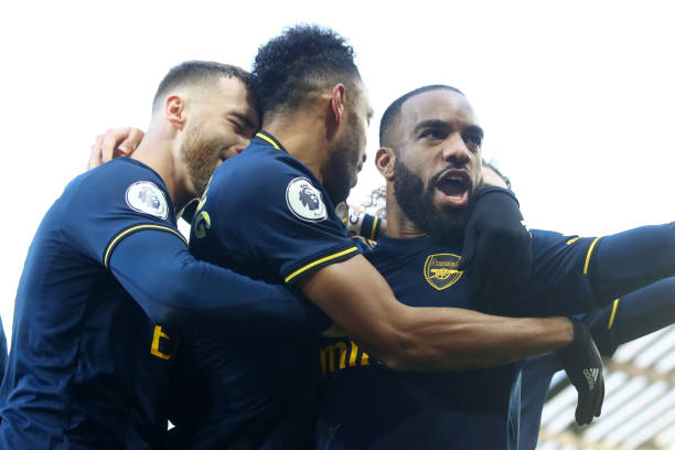 NORWICH, ENGLAND - DECEMBER 01: Pierre-Emerick Aubameyang of Arsenal celebrates scoring his sides first goal in front of Alexandre Lacazette during the Premier League match between Norwich City and Arsenal FC at Carrow Road on December 01, 2019 in Norwich, United Kingdom. (Photo by Julian Finney/Getty Images)