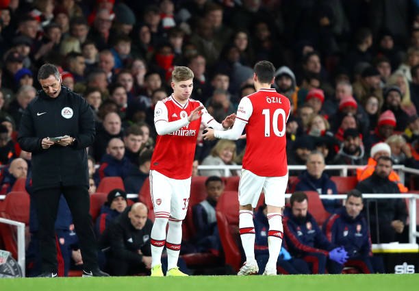 LONDON, ENGLAND - DECEMBER 15: Emile Smith Rowe of Arsenal comes on for Mesut Ozil of Arsenal during the Premier League match between Arsenal FC and Manchester City at Emirates Stadium on December 15, 2019 in London, United Kingdom. (Photo by Julian Finney/Getty Images)