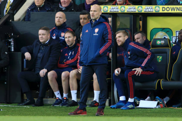 NORWICH, ENGLAND - DECEMBER 01: Interim Manager of Arsenal, Freddie Ljungberg next to Per Mertesacker during the Premier League match between Norwich City and Arsenal FC at Carrow Road on December 01, 2019 in Norwich, United Kingdom. (Photo by Stephen Pond/Getty Images)