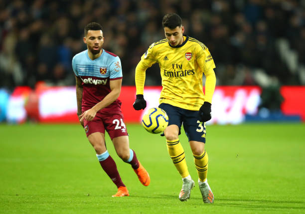 LONDON, ENGLAND - DECEMBER 09: Gabriel Martinelli of Arsenal is closed down by Ryan Fredricks of West Ham United during the Premier League match between West Ham United and Arsenal FC at London Stadium on December 09, 2019 in London, United Kingdom. (Photo by Julian Finney/Getty Images)