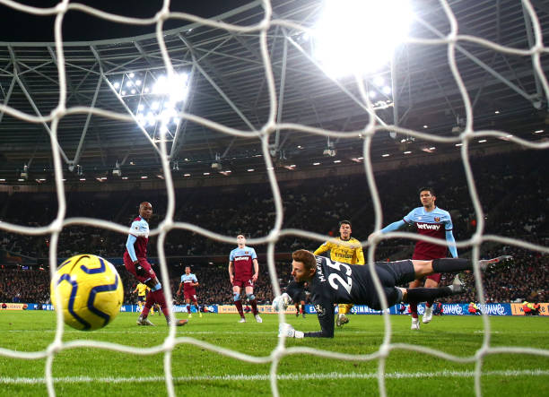 LONDON, ENGLAND - DECEMBER 09: Gabriel Martinelli of Arsenal scores his sides first goal  during the Premier League match between West Ham United and Arsenal FC at London Stadium on December 09, 2019 in London, United Kingdom. (Photo by Julian Finney/Getty Images)
