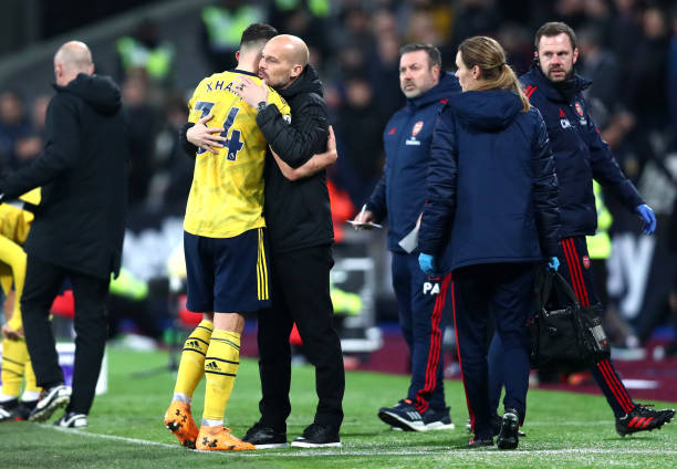 LONDON, ENGLAND - DECEMBER 09: Granit Xhaka of Arsenal embraces Freddie Ljungberg, Interim Manager of Arsenal as he leaves the pitch following an injury during the Premier League match between West Ham United and Arsenal FC at London Stadium on December 09, 2019 in London, United Kingdom. (Photo by Dan Istitene/Getty Images)