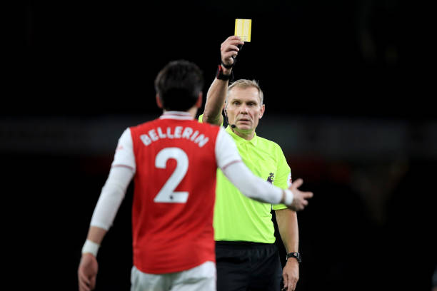 LONDON, ENGLAND - DECEMBER 05: Referee: Graham Scott shows a yellow card to Hector Bellerin of Arsenal during the Premier League match between Arsenal FC and Brighton & Hove Albion at Emirates Stadium on December 5, 2019 in London, United Kingdom. (Photo by Marc Atkins/Getty Images)