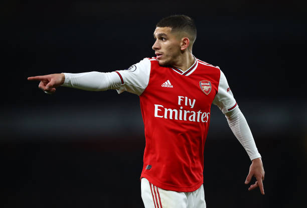 LONDON, ENGLAND - NOVEMBER 23: Lucas Torreira of Arsenal points instructions during the Premier League match between Arsenal FC and Southampton FC at Emirates Stadium on November 23, 2019 in London, United Kingdom. (Photo by Julian Finney/Getty Images)