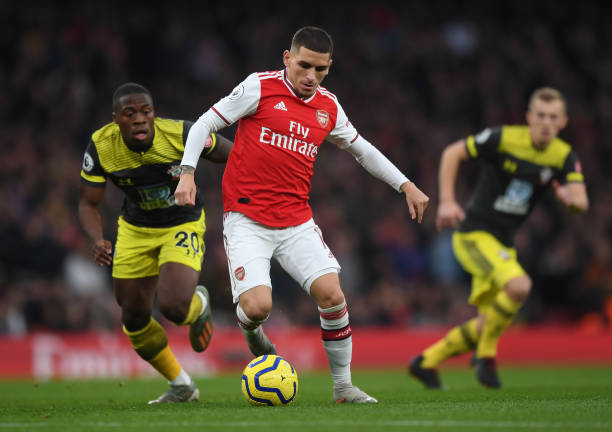 LONDON, ENGLAND - NOVEMBER 23:  Lucas Torreira of Arsenal runs with the ball during the Premier League match between Arsenal FC and Southampton FC at Emirates Stadium on November 23, 2019 in London, United Kingdom. (Photo by Shaun Botterill/Getty Images)