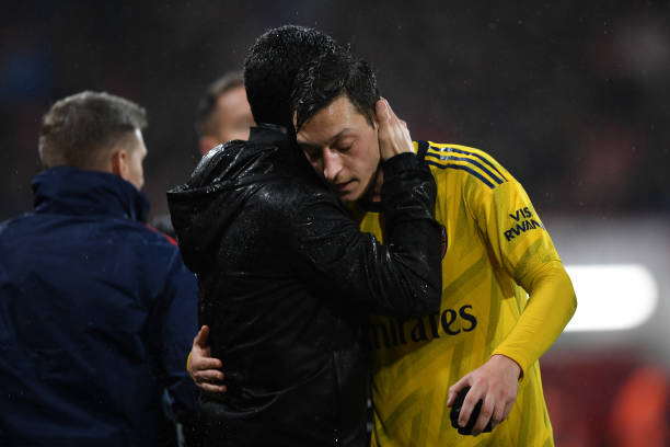 BOURNEMOUTH, ENGLAND - DECEMBER 26: Mikel Arteta, Manager of Arsenal embraces Mesut Ozil of Arsenal as he is substituted off during the Premier League match between AFC Bournemouth and Arsenal FC at Vitality Stadium on December 26, 2019 in Bournemouth, United Kingdom. (Photo by Harriet Lander/Getty Images)