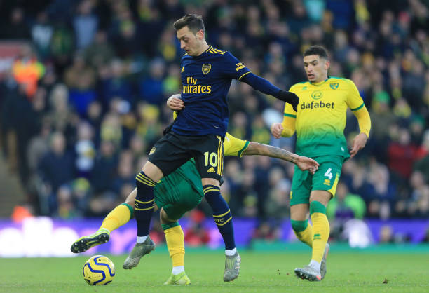 NORWICH, ENGLAND - DECEMBER 01: Mesut Ozil of Arsenal is tackled by Moritz Leitner of Norwich City during the Premier League match between Norwich City and Arsenal FC at Carrow Road on December 01, 2019 in Norwich, United Kingdom. (Photo by Stephen Pond/Getty Images)