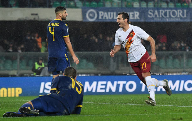 VERONA, ITALY - DECEMBER 01: Henrikh Mkhitaryan of As Roma celebrates after scoring the 1-3 goal during the Serie A match between Hellas Verona and AS Roma at Stadio Marcantonio Bentegodi on December 1, 2019 in Verona, Italy. (Photo by Alessandro Sabattini/Getty Images)