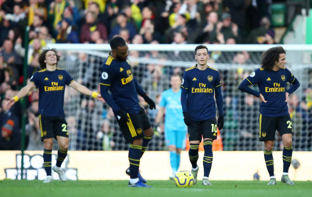 NORWICH, ENGLAND - DECEMBER 01: Mesut Ozil of Arsenal and team mates walk back to the half way line during the Premier League match between Norwich City and Arsenal FC at Carrow Road on December 01, 2019 in Norwich, United Kingdom. (Photo by Julian Finney/Getty Images)