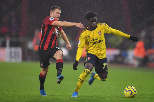 BOURNEMOUTH, ENGLAND - DECEMBER 26: Bukayo Saka of Arsenal battles for possession with Ryan Fraser of AFC Bournemouth during the Premier League match between AFC Bournemouth and Arsenal FC at Vitality Stadium on December 26, 2019 in Bournemouth, United Kingdom. (Photo by Justin Setterfield/Getty Images)