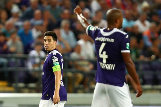 BRUSSELS, BELGIUM - AUGUST 09: Royal Sporting Club Anderlecht Head Coach / Player Manager, Vincent Kompany signals to captain, Samir Nasri during the Jupiler Pro League match between RSCA or Royal Sporting Club Anderlecht and KV Mechelen at Constant Vanden Stock Stadium on August 09, 2019 in Brussels, Belgium. (Photo by Dean Mouhtaropoulos/Getty Images)