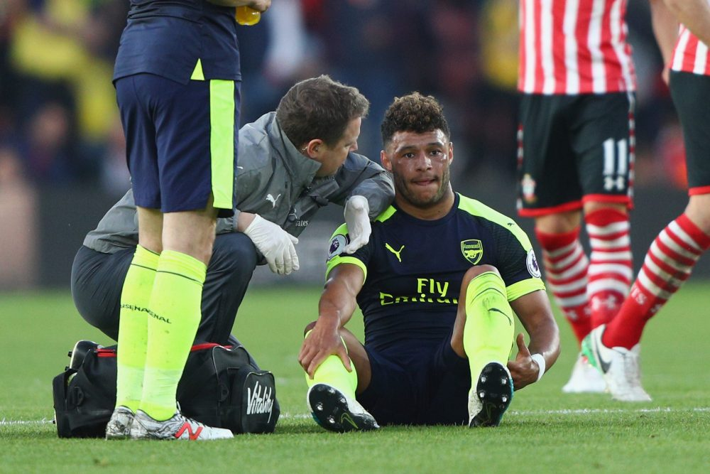 SOUTHAMPTON, ENGLAND - MAY 10: Alex Oxlade-Chamberlain of Arsenal receives treatment before leaving the field injured during the Premier League match between Southampton and Arsenal at St Mary's Stadium on May 10, 2017 in Southampton, England. (Photo by Ian Walton/Getty Images)