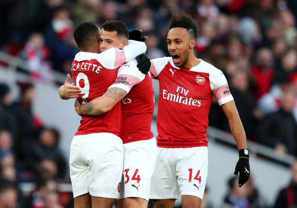 LONDON, ENGLAND - MARCH 10: Granit Xhaka of Arsenal celebrates with teammates after scoring his team's first goal during the Premier League match between Arsenal FC and Manchester United at Emirates Stadium on March 10, 2019 in London, United Kingdom. (Photo by Catherine Ivill/Getty Images)