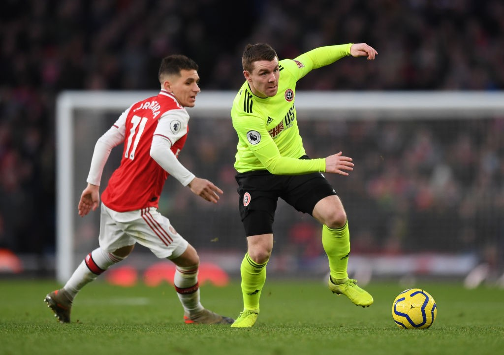 LONDON, ENGLAND - JANUARY 18: John Fleck of Sheffield United breaks away from Lucas Torreira of Arsenal during the Premier League match between Arsenal FC and Sheffield United at Emirates Stadium on January 18, 2020, in London, United Kingdom. (Photo by Shaun Botterill/Getty Images)
