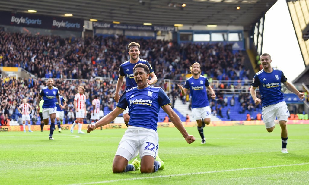 BIRMINGHAM, ENGLAND - AUGUST 31: Jude Bellingham of Birmingham City celebrates after he scores their second goal during the Sky Bet Championship match between Birmingham City and Stoke City at St Andrew's Trillion Trophy Stadium on August 31, 2019, in Birmingham, England. (Photo by Nathan Stirk/Getty Images)