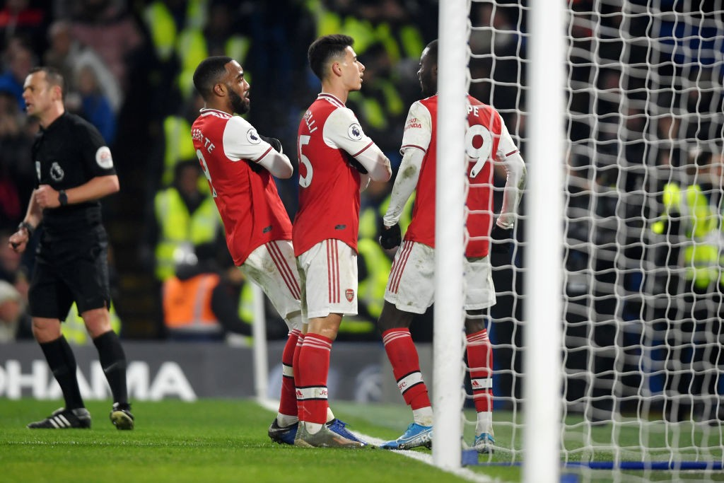 LONDON, ENGLAND - JANUARY 21: Gabriel Martinelli of Arsenal celebrates with his team mates after scoring his team's first goal during the Premier League match between Chelsea FC and Arsenal FC at Stamford Bridge on January 21, 2020, in London, United Kingdom. (Photo by Mike Hewitt/Getty Images)