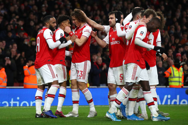 LONDON, ENGLAND - JANUARY 06: Reiss Nelson of Arsenal (2L) celebrates with his team mates after scoring his side's first side during the FA Cup Third Round match between Arsenal FC and Leeds United at the Emirates Stadium on January 06, 2020 in London, England. (Photo by Julian Finney/Getty Images)