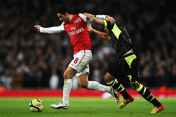LONDON, ENGLAND - JANUARY 09: Mikel Arteta (L) of Arsenal holds off the challenge of Mika Vayrynen (R) of Leeds United during the FA Cup Third Round match between Arsenal and Leeds United at the Emirates Stadium on January 9, 2012 in London, England. (Photo by Clive Mason/Getty Images)