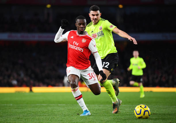 LONDON, ENGLAND - JANUARY 18: Eddie Nketiah of Arsenal avoids a challenge from John Egan of Sheffield United during the Premier League match between Arsenal FC and Sheffield United at Emirates Stadium on January 18, 2020 in London, United Kingdom. (Photo by Clive Mason/Getty Images)