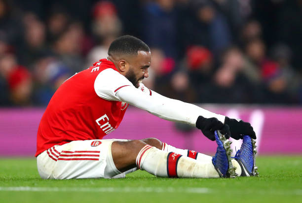 LONDON, ENGLAND - JANUARY 01: Alexandre Lacazette of Arsenal goes down stretching his legs during the Premier League match between Arsenal FC and Manchester United at Emirates Stadium on January 01, 2020 in London, United Kingdom. (Photo by Julian Finney/Getty Images)