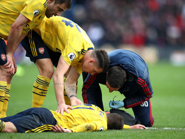 LONDON, ENGLAND - JANUARY 11: Lucas Torreira of Arsenal receives medical treatment during the Premier League match between Crystal Palace and Arsenal FC at Selhurst Park on January 11, 2020 in London, United Kingdom. (Photo by Alex Pantling/Getty Images)