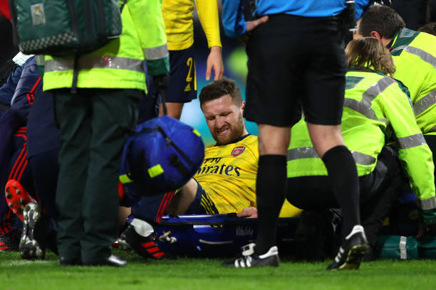 BOURNEMOUTH, ENGLAND - JANUARY 27: Shkodran Mustafi of Arsenal reacts as he receives medical treatment during the FA Cup Fourth Round match between AFC Bournemouth and Arsenal at Vitality Stadium on January 27, 2020 in Bournemouth, England. (Photo by Warren Little/Getty Images)