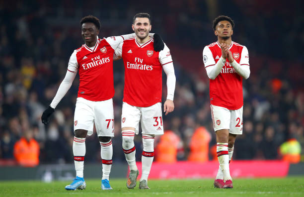 LONDON, ENGLAND - JANUARY 01: Bukayo Saka, Sead Kolasinac and Reiss Nelson of Arsenal celebrate victory after the Premier League match between Arsenal FC and Manchester United at Emirates Stadium on January 01, 2020 in London, United Kingdom. (Photo by Julian Finney/Getty Images)