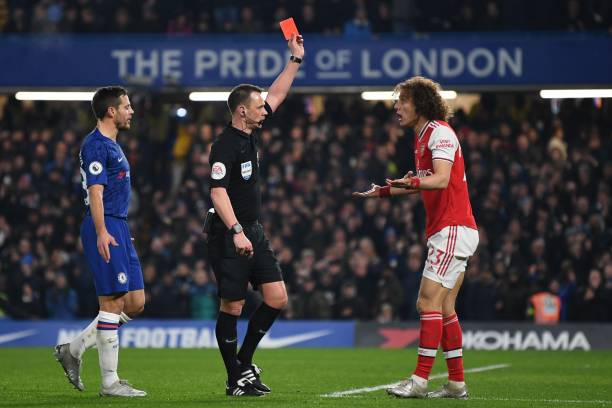 Referee Stuart Atwell (C) shows a red card to Arsenal's Brazilian defender David Luiz (R) to send him off for fouling Chelsea's English striker Tammy Abraham during the English Premier League football match between Chelsea and Arsenal at Stamford Bridge in London on January 21, 2020. (Photo by DANIEL LEAL-OLIVAS / AFP) / RESTRICTED TO EDITORIAL USE. No use with unauthorized audio, video, data, fixture lists, club/league logos or 'live' services. Online in-match use limited to 120 images. An additional 40 images may be used in extra time. No video emulation. Social media in-match use limited to 120 images. An additional 40 images may be used in extra time. No use in betting publications, games or single club/league/player publications. / (Photo by DANIEL LEAL-OLIVAS/AFP via Getty Images)