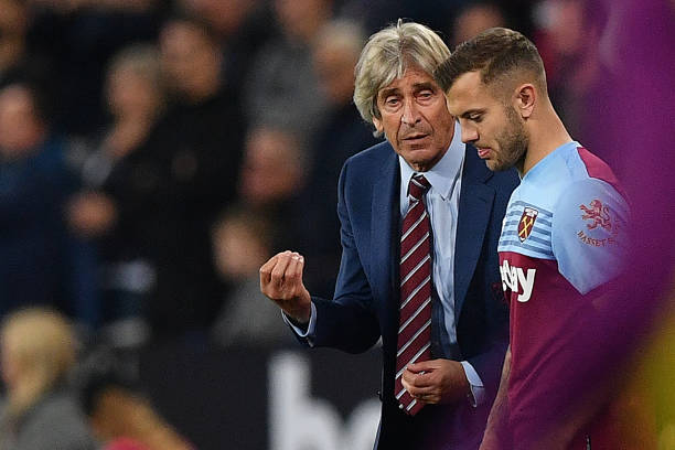 West Ham United's Chilean manager Manuel Pellegrini (L) talks with substitute West Ham United's English midfielder Jack Wilshere during the English Premier League football match between West Ham United and Crystal Palace at The London Stadium, in east London on October 5, 2019. (Photo by DANIEL LEAL-OLIVAS / AFP)