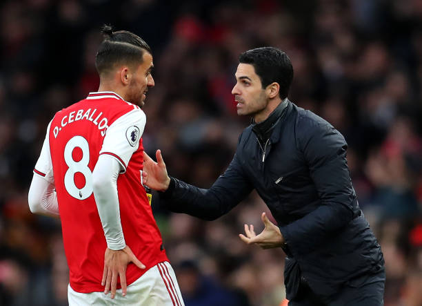 Mikel Arteta, Manager of Arsenal gives Dani Ceballos of Arsenal instructions during the Premier League match between Arsenal FC and Everton FC at Emirates Stadium on February 23, 2020 in London, United Kingdom.