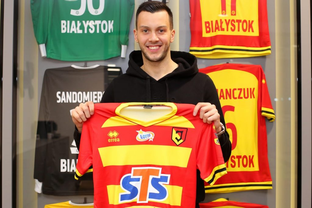 Dejan Iliev after signing on loan for Jagiellonia Białystok (Photo via Twitter)