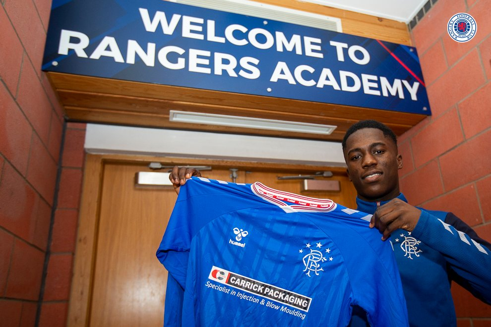 Malcolm Ebiowei signs for Rangers (Photo via Twitter)