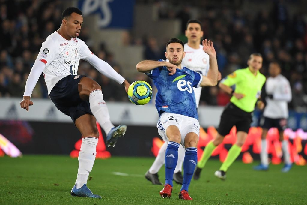 Lille's Brazilian defender Gabriel Magalhaes (L) vies with Strasbourg's French midfielder Adrien Thomasson during the French L1 football match between Strasbourg (RCSA) and Lille (LOSC), on February 1, 2020, at the Meinau stadium in Strasbourg, eastern France. (Photo by PATRICK HERTZOG / AFP)