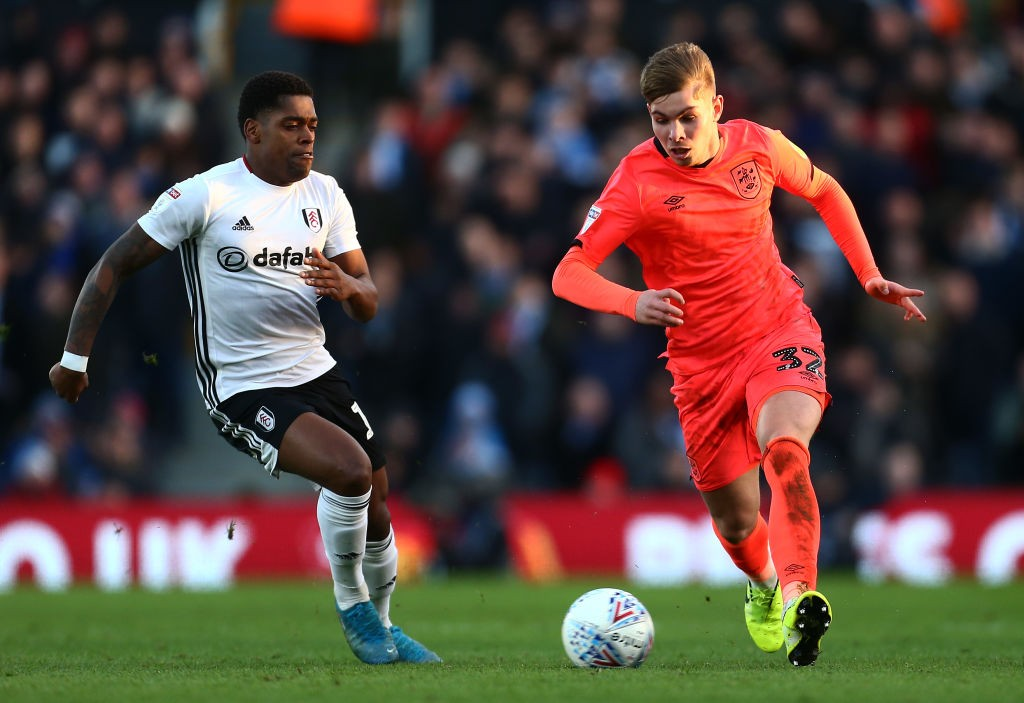 LONDON, ENGLAND - FEBRUARY 01: Emile Smith Rowe of Huddersfield Town avoids a tackle from Ivan Cavaleiro of Fulham during the Sky Bet Championship match between Fulham and Huddersfield Town at Craven Cottage on February 01, 2020, in London, England. (Photo by Jordan Mansfield/Getty Images)