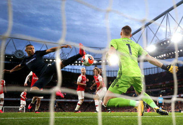Perfect Image Sums Up Arsenal S Defending Against Everton And For Years