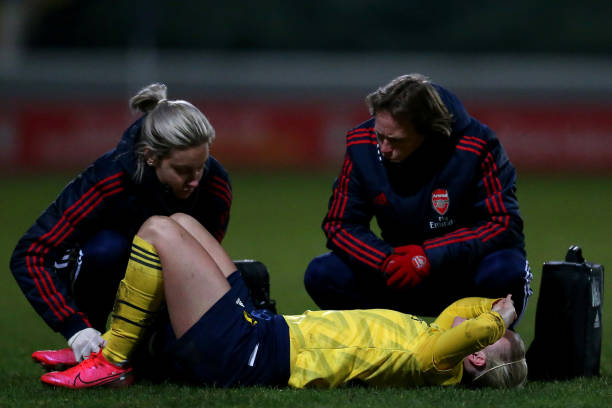 CHESTER, ENGLAND - FEBRUARY 13: Beth Mead of Arsenal receives treatment following a tackle during the Barclays FA Women's Super League match between Liverpool and Arsenal at Deva Stadium on February 13, 2020 in Chester, United Kingdom. (Photo by Lewis Storey/Getty Images)