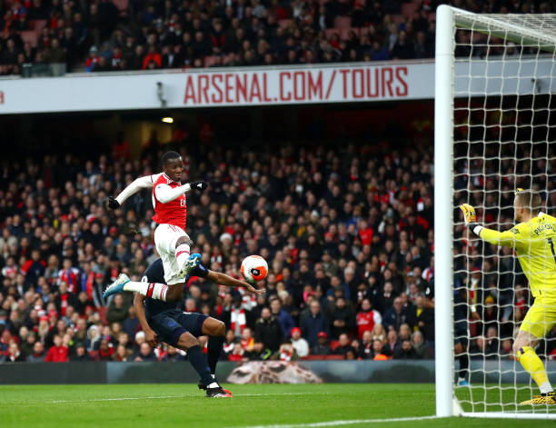 LONDON, ENGLAND - FEBRUARY 23: Eddie Nketiah of Arsenal scores his sides first goal during the Premier League match between Arsenal FC and Everton FC at Emirates Stadium on February 23, 2020 in London, United Kingdom. (Photo by Julian Finney/Getty Images)