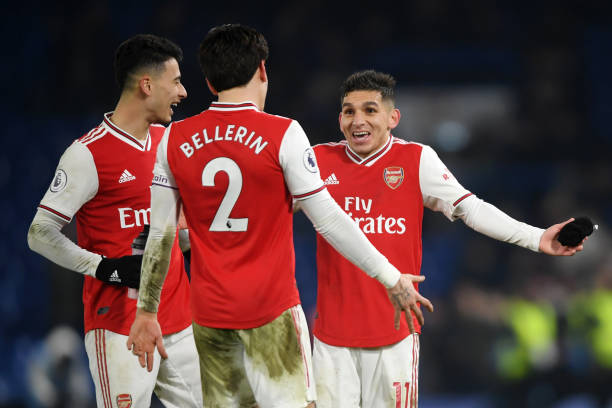 LONDON, ENGLAND - JANUARY 21: Hector Bellerin embraces Gabriel Martinelli and Lucas Torreira of Arsenal during the Premier League match between Chelsea FC and Arsenal FC at Stamford Bridge on January 21, 2020 in London, United Kingdom. (Photo by Mike Hewitt/Getty Images)