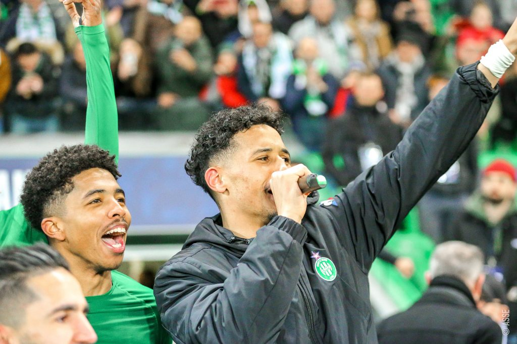 William Saliba chanting with the crowd after the game (Photo via Saint-Etienne on Twitter)