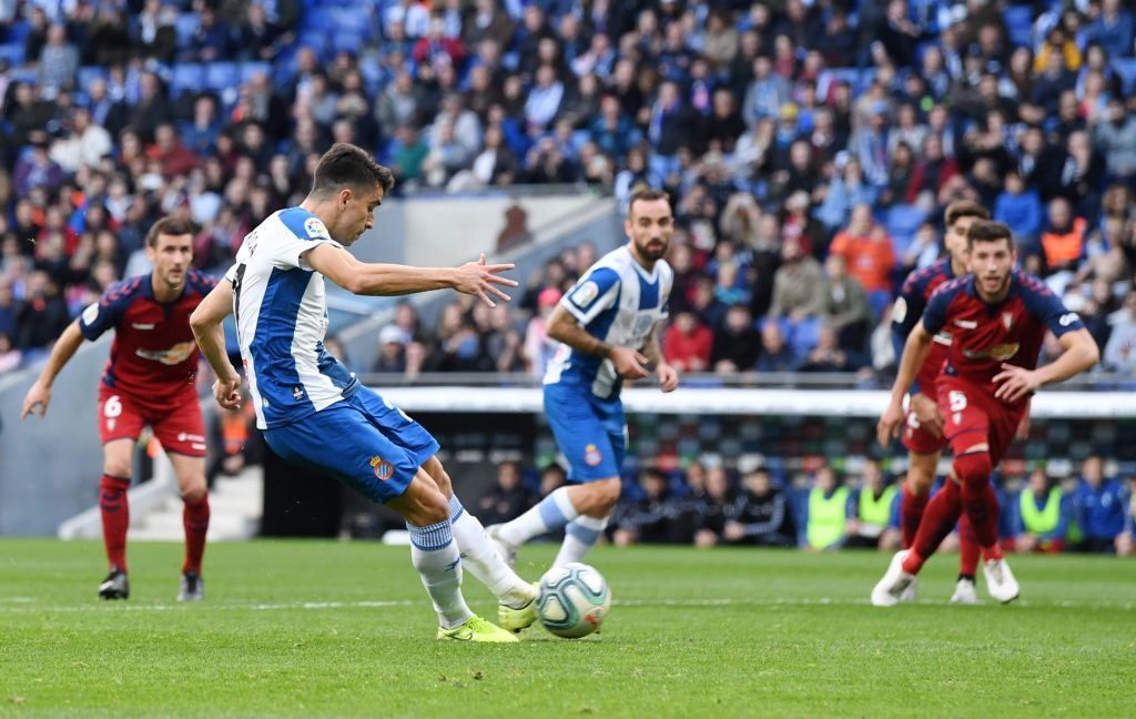 BARCELONA, SPAIN - DECEMBER 01: Marc Roca of Espanyol scores from the penalty spot during the La Liga match between RCD Espanyol and CA Osasuna at RCDE Stadium on December 01, 2019 in Barcelona, Spain. (Photo by David Ramos/Getty Images)