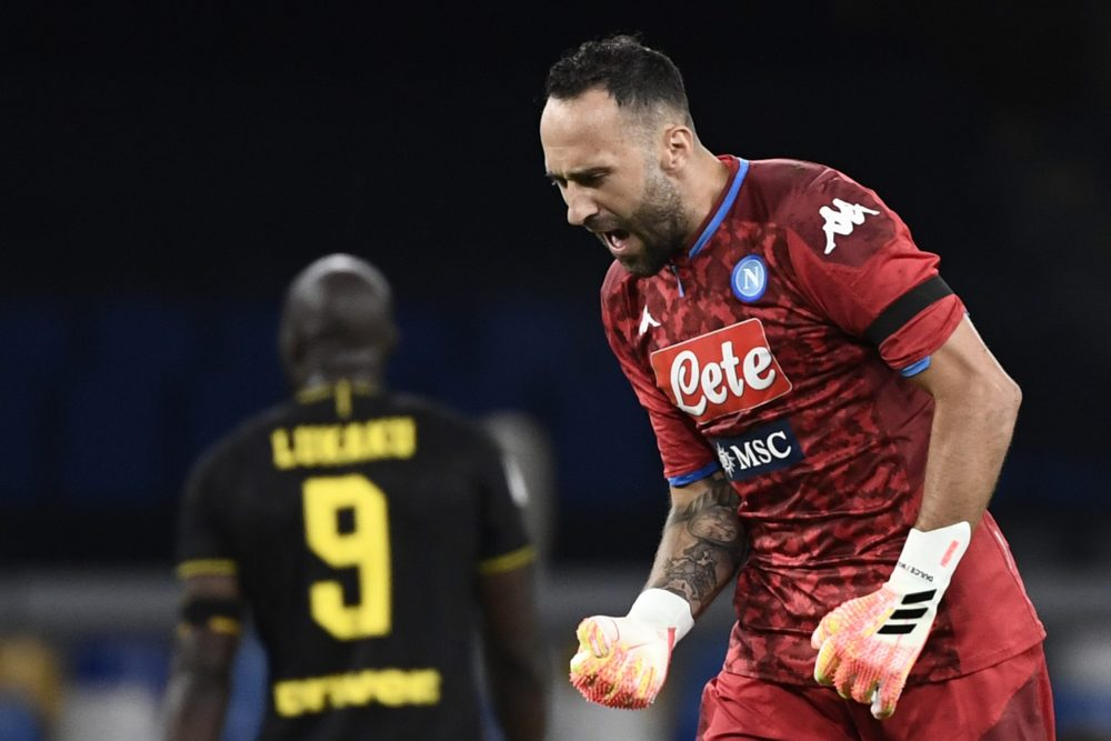 Napoli's Colombian goalkeeper David Ospina reacts after Napoli scored an equalizer during the Italian Cup (Coppa Italia) semi-final second leg football match Napoli vs Inter Milan on June 13, 2020 at the San Paolo stadium in Naples, played behind closed doors as the country gradually eases its lockdown aimed at curbing the spread of the COVID-19 infection, caused by the novel coronavirus. (Photo by Filippo MONTEFORTE / AFP)