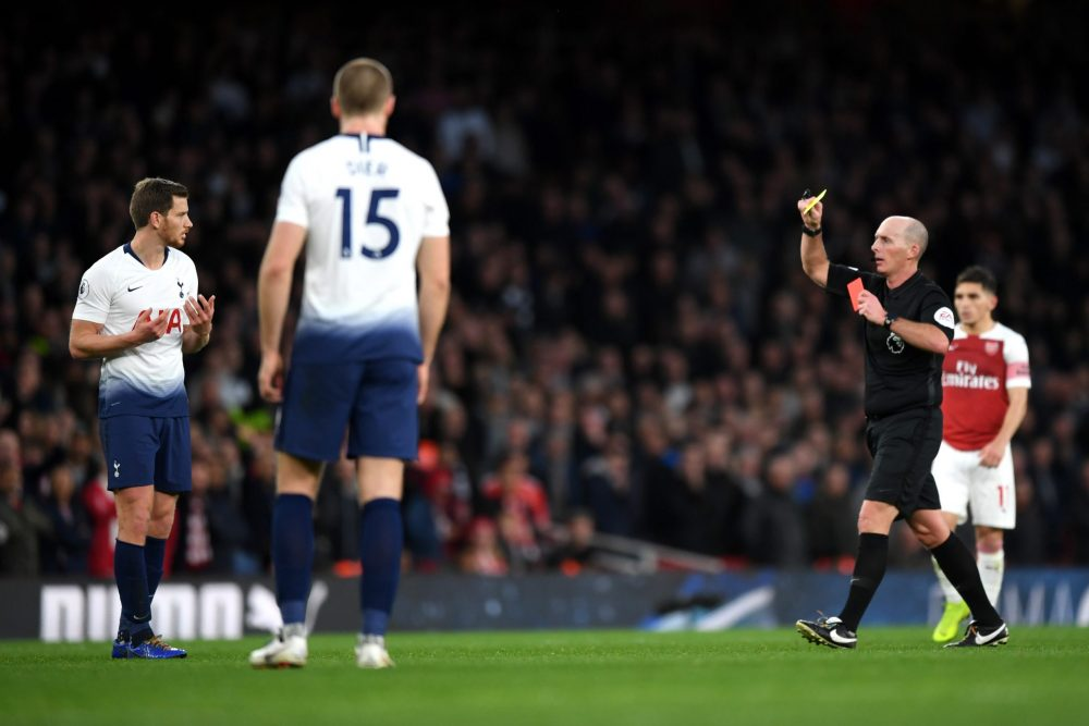 LONDON, ENGLAND - DECEMBER 02: Match Referee Mike Dean shows a second yellow card to Jan Vertonghen of Tottenham Hotspur during the Premier League match between Arsenal FC and Tottenham Hotspur at Emirates Stadium on December 1, 2018 in London, United Kingdom. (Photo by Shaun Botterill/Getty Images)