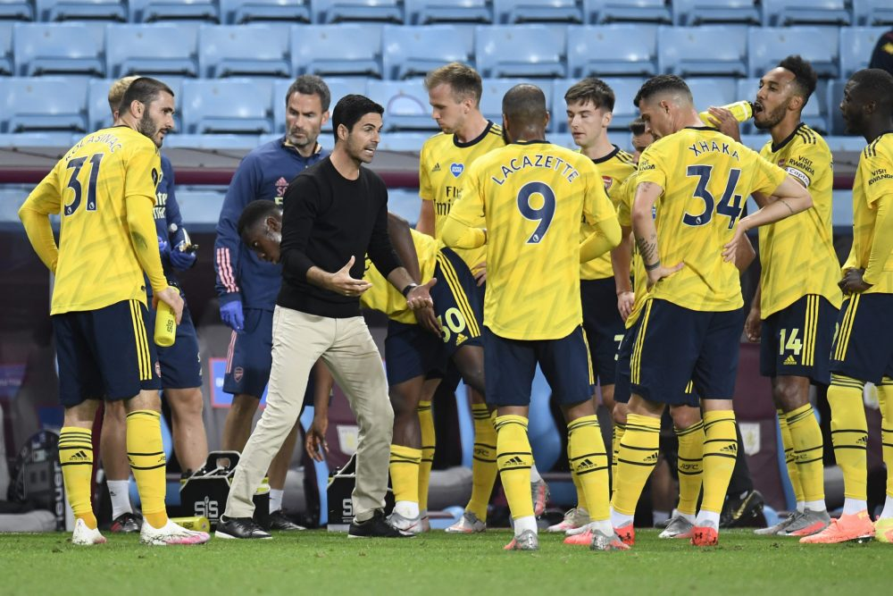 BIRMINGHAM, ENGLAND - JULY 21: Mikel Arteta, Manager of Arsenal speaks to his team during a drinks break during the Premier League match between Aston Villa and Arsenal FC at Villa Park on July 21, 2020 in Birmingham, England. Football Stadiums around Europe remain empty due to the Coronavirus Pandemic as Government social distancing laws prohibit fans inside venues resulting in all fixtures being played behind closed doors. (Photo by Peter Powell/Pool via Getty Images)