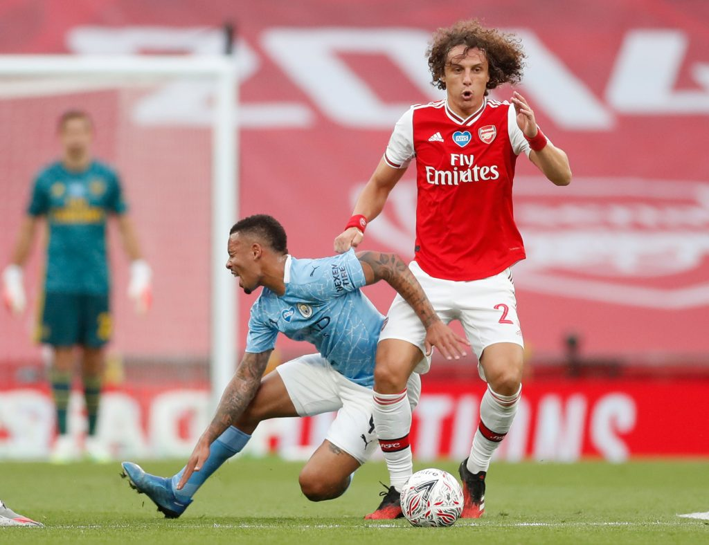 Arsenal's Brazilian defender David Luiz (R) challenges Manchester City's Brazilian striker Gabriel Jesus (L) during the English FA Cup semi-final football match between Arsenal and Manchester City at Wembley Stadium in London, on July 18, 2020. (Photo by MATTHEW CHILDS / POOL / AFP)
