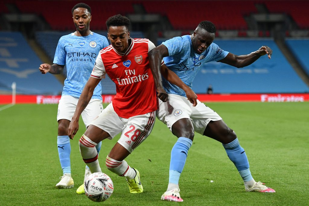 Arsenal's English midfielder Joe Willock (C) tangles with Manchester City's French defender Benjamin Mendy (R) during the English FA Cup semi-final football match between Arsenal and Manchester City at Wembley Stadium in London, on July 18, 2020. (Photo by JUSTIN TALLIS/POOL/AFP via Getty Images)